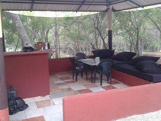 VILLA DE LOS MONOS, Huacas