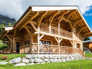 Traditional-Style Chalet at the Portes du Mont-Blanc