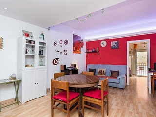 Cozy and quite loft in Sants area, well linked to city center. Wi-fi gratis 24H