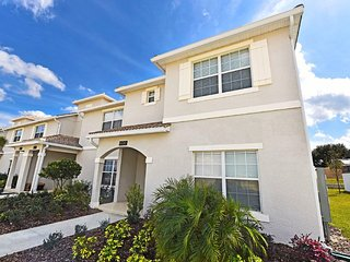 Stunning 5 bed 4 bath, plunge pool Champions Gate Townhome