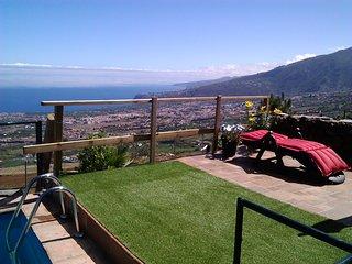 Casa rural en el Valle de La Orotava con piscina, jardín y estupendas vistas