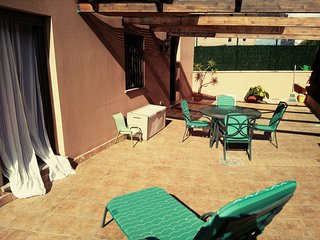 Sunny apartment near to the beach*Private terrace*Free garage