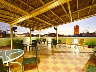 304-5: Old City 2 bedroom/3 bath with balcony, roofdeck, hot water, AC, more!, Cartagena
