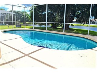 *ISLAND TIME* PRIVATE POOL,SUN,FUN RELAX 3/2 WATERFRONT,9MILES TO BEACH, Bradenton