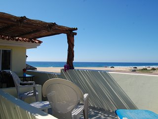 Pescadero Palace Penthouse beachfront with pool,  Jacuzzi, and kitchen!, El Pescadero