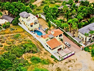 Pescadero Palace 3BR Guest House on Beach w/Pool and Jacuzzi!, Todos Santos