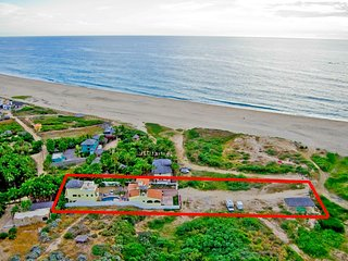 Pescadero Palace 5BR Guest House w/Pool, Jacuzzi, infront of Surf!