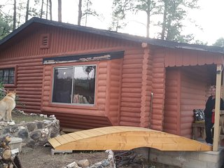 'Chateau Relaxo' (modern rustic cabin in the pines near downtown).