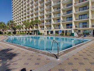 Beachfront condo w/shared pools, hot tubs, sauna & much more, Panama City Beach