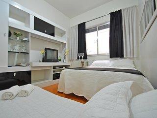 Cozy & Modern Apartment Three Blocks from the Beach #020 C020