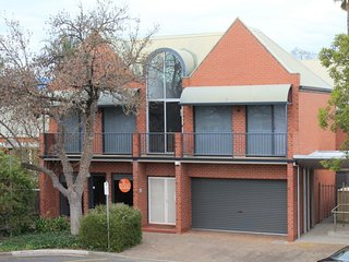 4 BR 2 BA Deluxe Apartment - Tynte St, North Adelaide