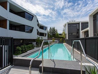 Spacious 2 br apartment close to Melbourne CBD, Caulfield