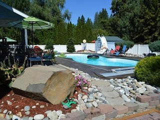 Spacious, mountainview home w/ private pool, hot tub, large yard - close to town, Leavenworth