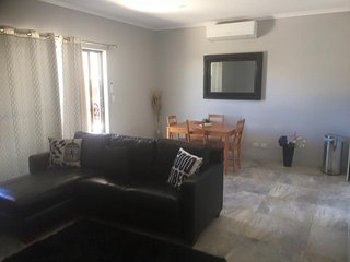 Billabong Cottage 2 bedroom furnished opposite the river., Port Noarlunga