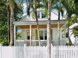 Chick-a-Pea's Cottage: Pet-Friendly with Fenced Yard! Parking & Private Pool