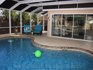 Relax the summer away in the private pool! Minutes to Lake Sumter Landing!!