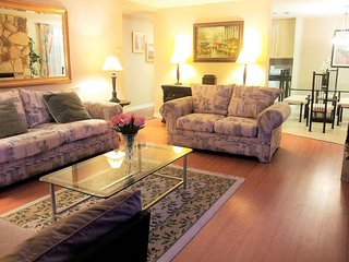 LUXURY FURNISHED 3 bedroom 3 bath Condo, Amazing Santa Monica Location, Sleeps 9, Santa Mónica