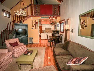 Magic Haus Cabin~Private Hot Tub~Clean & Modern Furnishings~Secluded Location~, Sugarloaf