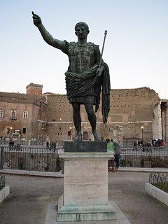 Nearby: Giulio Cesare statue