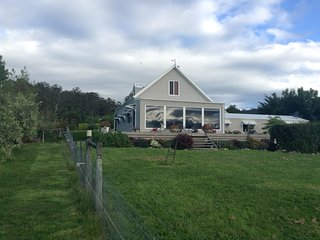 Windflowers is a neat 2 storey cottage with 3 bedrooms large living and 2 bathrooms.
