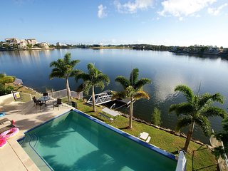 Lakehouse Family Oasis | HEATED POOL | ELEGANT WATERFRONT LIVING | by Getastay