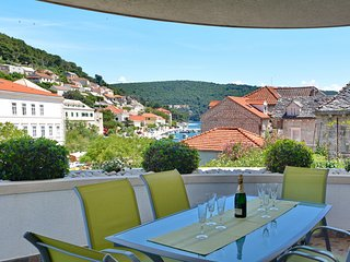 Apartments Mladinić - Comfort Three Bedroom Apartment with Terrace and Sea View