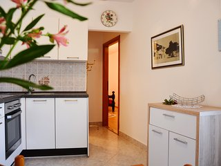 Apartments Mladinić - Two Bedroom Apartment with Terrace, Pucisce