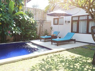 Villa Jankar, 3 BR villa at walking distance to the beach, Legian