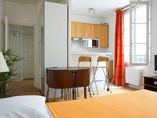 Studio apartment 1.2 km from the center of Paris with Lift, Washing machine, Parijs