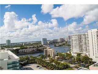 2/ 1.5 Luxurious OceanFront condo on Ocean Dr, Hollywood FL