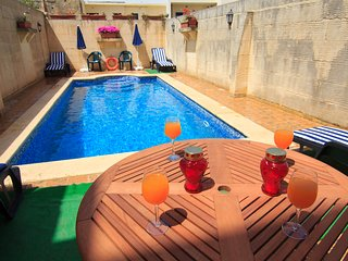 Ta' Bejza - Holiday Farmhouse with Large Sunny Private Pool in Island of Gozo