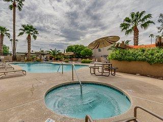 Modern 2BR Scottsdale Condo w/ Community Pool!