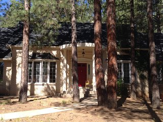 Close to town Beautiful Large Mountain Home Pet Friendly WIFI, Flagstaff