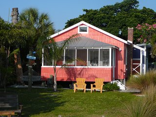 HISTORIC WATERFRONT COTTAGES..DOCK...BEACH...Couples, Families, Reunions!