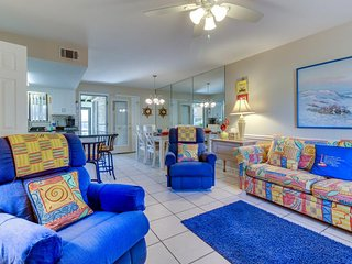 Canal-side townhome w/ prime location, shared pool/tennis - snowbirds welcome!