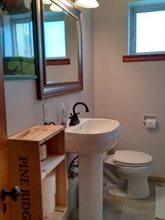 2nd bathroom with tiled shower!