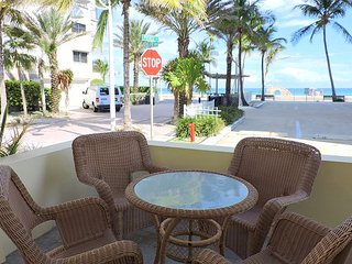 Beachside Hollywood Beach and Boardwalk Studio for 3 Seabreeze #3
