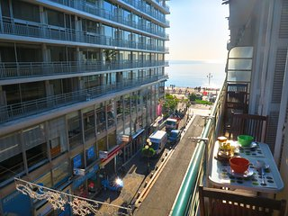 Ashley&Parker - TROIS PROMENADE - balcony and sea view, lively neighbourhood