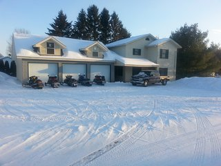 Vacations/Snowmobiling/3bedrooms/2bath/Garage/Fish