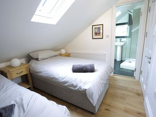 Ravensbourne House / Bedroom with Ensuite / Second Floor