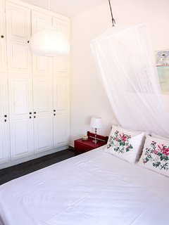 Fitted wardrobe with ample space in the double bedroom