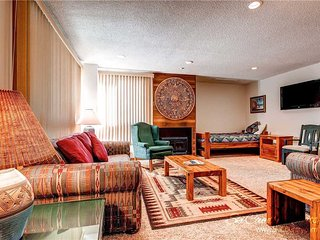 7th Night Free! Renovated Ski Getaway, Wi-Fi, Centrally Located, Gas Fireplace