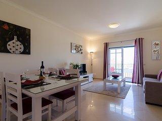 Belas Vistas 2, Beautiful 1 bed apartment (sleeps up to 4) stunning sea views
