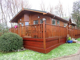 HAGGERSTON CASTLE HOLIDAY PARK - 2 BEDROOM,  LUX LODGE TO LET MAR-OCT SLPS 6