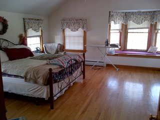 OPEN HEARTH - Spacious, mint house -5 bedrooms, Saco