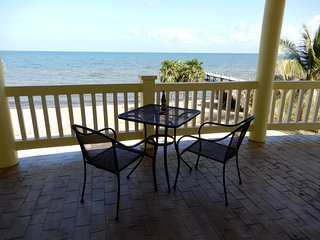 Private Beachfront, pool, 2 King bedrooms suites, Hopkins