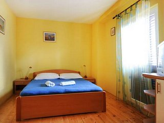 Apartments Tom - Studio Apartment with Shared Terrace and Sea View