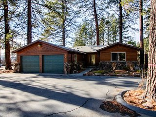 Dog-friendly, cabin-style home w/ on-site golf - walk to the beach!, Kings Beach