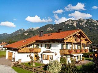 Gästehaus Alpenparadies - Krün - Ferienwohnung Schöttelkarspitz****