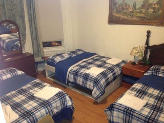 JSQ6,Cheap stay NYC,next to train,food/shopping.Amenities incl.AC/heat